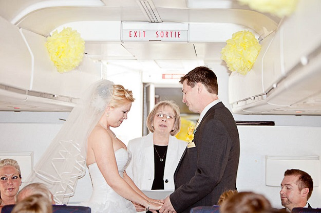 Символическая свадьба в Италии в самолете
