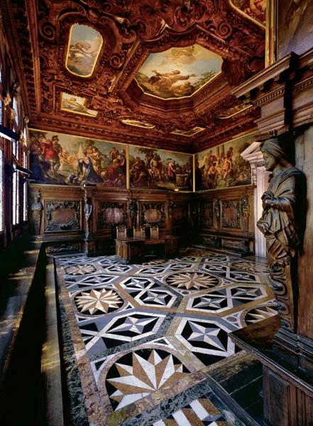 Символическая свадьба в Венеции -- величественный интерьер