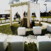 unique-circular-wedding-ceremony-seating