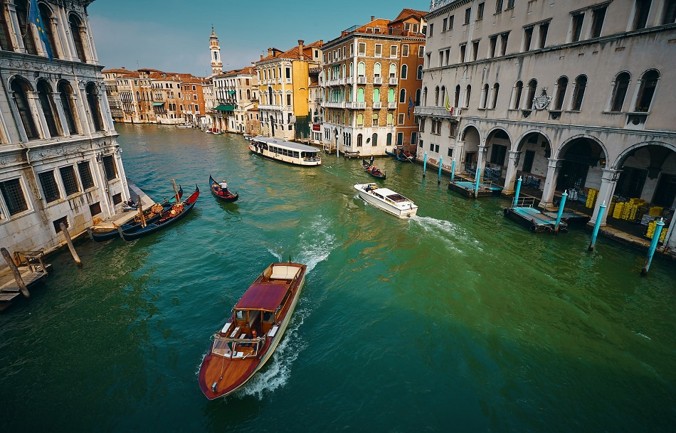 Лодка на свадьбу в Венеции