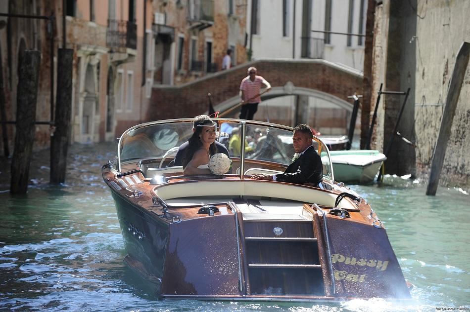 Лодка для свадьбы в Венеции