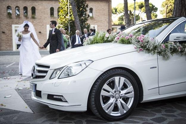 svadba-v-italii-mashiny